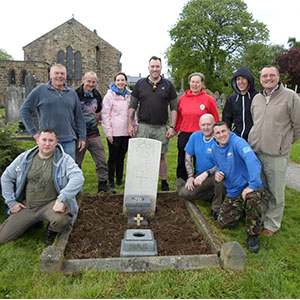 Ex-veterans from Change Step aim to tidy up to 700 war graves across North Wales during 2014.